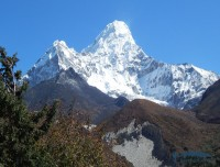 ama dablam view from everest mini circuit trek