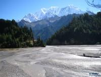 kaligandaki river valley at larjung