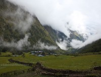 short manaslu larkya la pass trekking trail