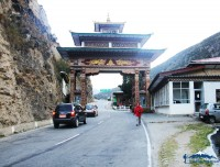 traditional gate between paro and thimpu